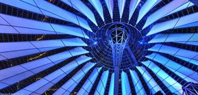 Bild: Zeltdach Kuppel im Sony Center bei Nacht, Dome Sony Center by night